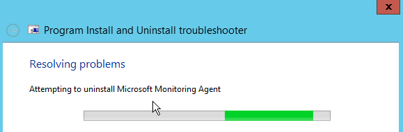 Screenshot: Resolving problems, Attempting to uninstall Microosft Monitoring Agent with green horizontal scrolling progress bar.